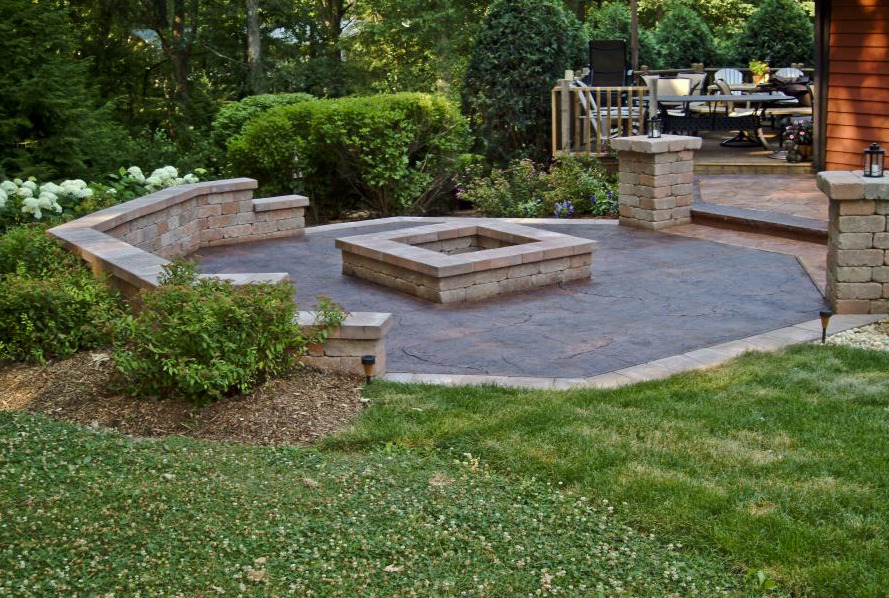 Concrete Contractor Bartlett | 3 Ways to Solve Your Lackluster Curb Appeal With Decorative Stone
